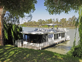 Boats and Bedzzz - The Murray Dream self-contained moored Houseboat - Stayed