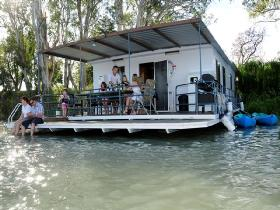 The Murray Dream Self Contained Moored Houseboat - Stayed