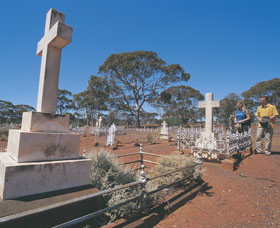 Old Pioneer Cemetery Coolgardie - Stayed