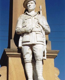 Beaudesert War Memorial - Stayed