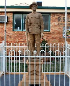 Soldier Statue Memorial Chinchilla - Stayed