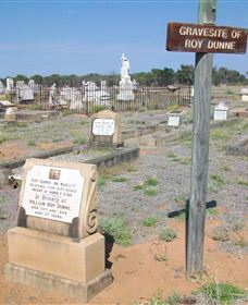 Blackall Cemetery - Stayed