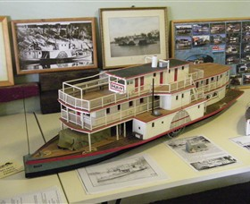 Wentworth Model Paddlesteamer Display - Stayed